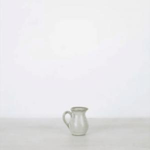 Lampe de table en verre avec abat-jour en raphia