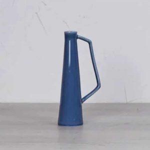Vase en grès bleu avec anse